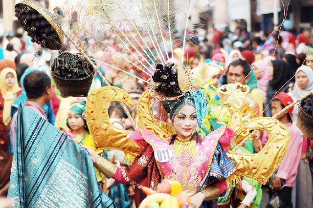 Karnaval Songket Internasional di Sumbar Pecahkan Rekor MURI