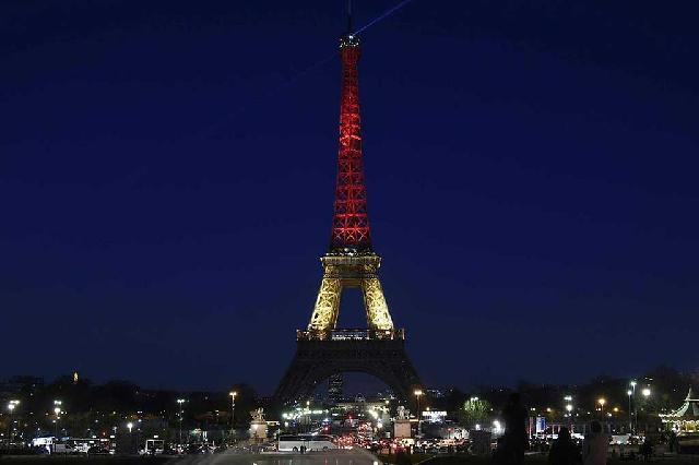 Bangunan Ikonik Dunia 'Diselimuti' Bendera Belgia