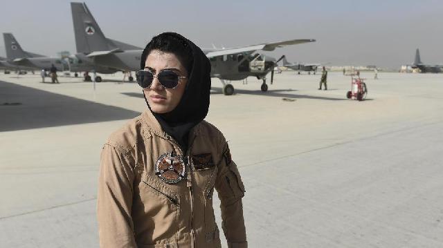 Sosok Pilot Perempuan Pertama Afghanistan Pasca-Taliban