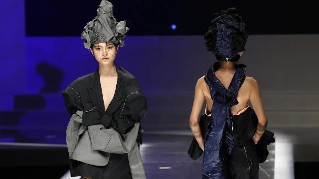 Parade Ornamen Unik di China Fashion Week 2016
