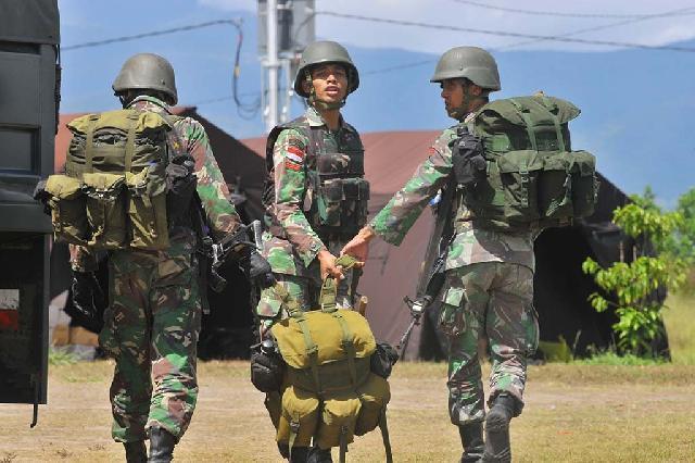 Prajurit TNI Lakukan Penyisiran Anggota Kelompok Teroris Santoso