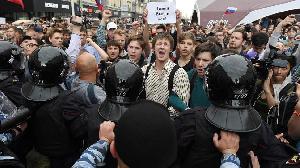 Protes Anti-Putin Menjalar ke Berbagai Penjuru Rusia