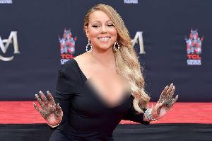 Mariah Carey Cetak Tangan dan Kaki di TCL Chinese Theatre
