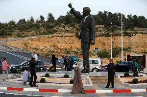 Patung Nelson Mandela Setinggi Enam Meter Diresmikan di Palestina